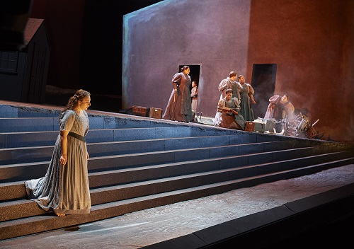 0033 – Christine Goerke as Elektra (at left) in a scene from the Canadian Opera Company's production of Elektra, 2019. Conductor Johannes Debus, director James Robinson, associate director Omer Ben Seadia, set designer Derek McLane, costume designer Anita Stewart, and lighting designer Mimi Jordan Sherin. Photo: Michael Cooper